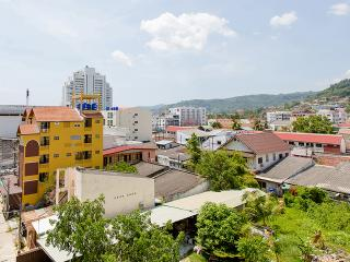 (I5100) Connected suite (12 Adults) - Patong vacation rentals
