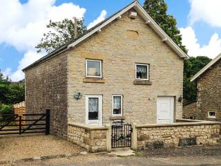 CHAPEL COTTAGE, near to walks and the city of York, with a garden in Hutton-le-Hole, Ref 17677 - Pickering vacation rentals