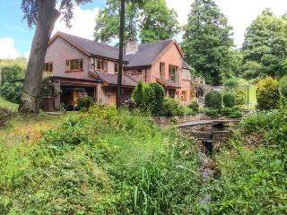 SPLASHY MILL ANNEXE, all ground floor, woodburning stove, patio overlooking mill, near Stone, Ref 917711 - Stone vacation rentals
