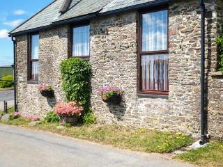 PRIMROSE COTTGE, barn conversion, single-storey, peaceful location, close to walks, near Great Torrington, Ref 917906 - Barnstaple vacation rentals