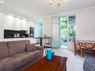 Large 2 bedroom apartment in Nice, steps from Promenade D'Anglais - Nice vacation rentals
