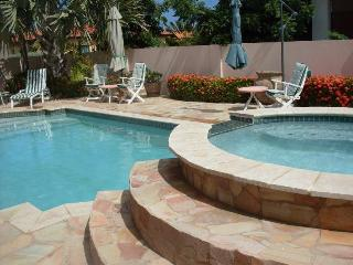 Villa Paradise - standalone House - 3 bedrooms - Noord vacation rentals