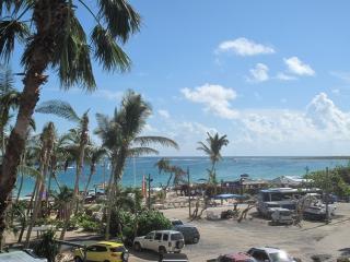 Résidence de la Plage #38...best studio rental deal on Orient Beach. - Orient Bay vacation rentals
