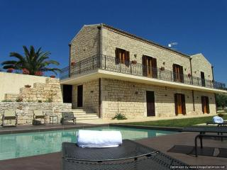 Villa Ispica Villa in Ragusa to rent, holiday let in southern Sicily, self catering villa Modica Sicily - Pachino vacation rentals