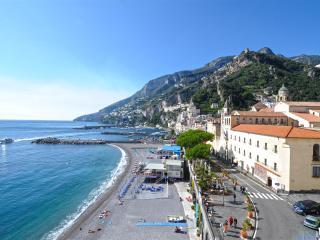 Dolce Vita A in the heart of Amalfi near beach - Amalfi vacation rentals