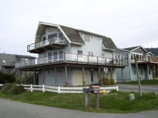 Grey Whale At Rogue Shores Gold Beach Oregon - Gold Beach vacation rentals
