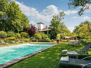 Historic Chateau d'Avignon boasts Lavish Interiors & Lush Grounds with Pool Only 5 min to Town - Collias vacation rentals