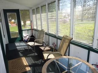 2 bedrooms, screen porch, walk to Lake Michigan - Southwest Michigan vacation rentals