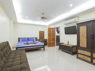 (K6160) 1 bedroom apartment  with big balcony (8 adults) - Patong vacation rentals