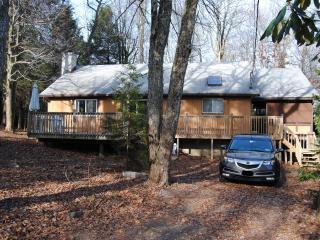 ♣ Comfy ranch cabin close to mountain resorts ♣ - Poconos vacation rentals