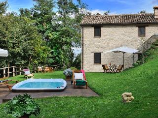 Special Price September-Marcheholiday Barchetta - Monte san Martino vacation rentals