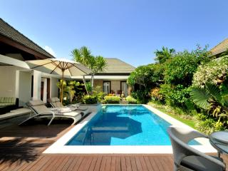 Beachfront Villa Complex: Gorgeous 3 bed: 7 Kejora - Sanur vacation rentals