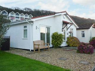 PHOENIX COTTAGE, detached bungalow, conversatory, enclosed courtyard, sea views, in Westward Ho!, Ref 29827 - Westward Ho vacation rentals