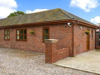 SYCAMORE COTTAGE, all ground floor, hot tub, great for walking, near York, Ref 916747 - York vacation rentals