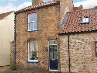 RASPBERRY COTTAGE, WiFi, pet-friendly cottage near beach and centre of Hornsea, Ref. 918736 - East Riding of Yorkshire vacation rentals