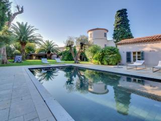 Wonderful Villa St Tropez - Isola vacation rentals
