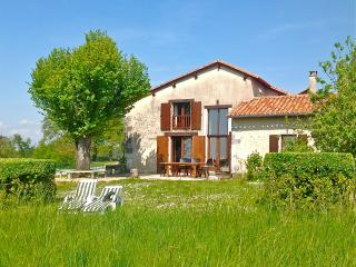 Beautiful house in Lusignac. Large pool & tennis - Bouteilles-Saint-Sebastien vacation rentals