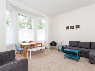 Portobello Market - Cosy Notting Hill flat - London vacation rentals