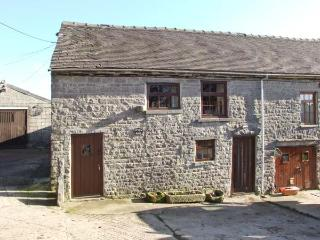 STABLE BARN, pet-friendly farm cottage, close walking and cycling, Wetton Ref 918083 - Peak District National Park vacation rentals
