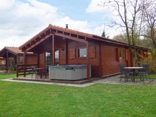 JEMIMA LODGE, hot tub, Sky TV, on-site facilities, near Horncastle, Ref. 918865 - Grantham vacation rentals