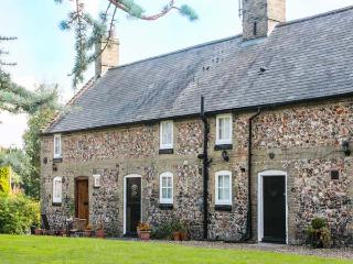FLINT COTTAGE, romantic retreat, pet-friendly, off road parking in Swaffham, Ref 919293 - Sedgeford vacation rentals