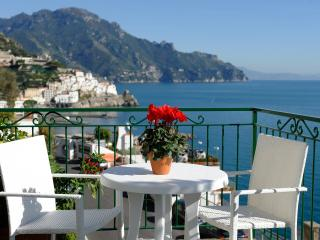 """Panoramic apartment """"Blue flowers B"""" - Province of Salerno vacation rentals"""