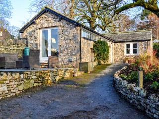 THE POTTING SHED, all ground floor, romantic retreat, patio with furniture, good touring base, in Burton-in-Kendal, Ref 916603 - Burton-in-kendal vacation rentals