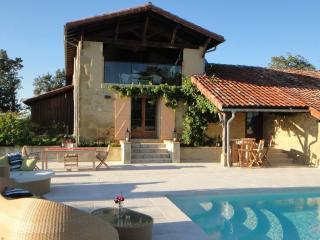 Luxury Farmhouse - Boulogne sur Gesse vacation rentals