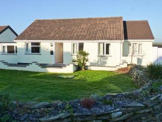 POET'S RETREAT, pet-friendly wheelchair-accessible cottage with sea views, WiFi, garden, near Crackington Haven Ref 29634 - Crackington Haven vacation rentals