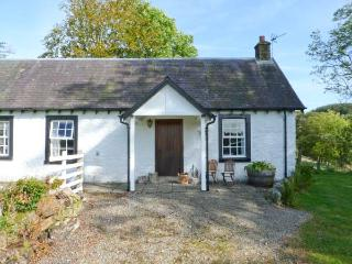 HOLMFOOT COTTAGE, pet-friendly cottage  with en-suite faciltiies, traditional decor, ground floor cottage near Canonbie, Ref. 90 - Newcastleton vacation rentals