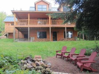 Haley Hideaway - Stunning lakefront cabin! - Oquossoc vacation rentals