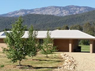 The ShareFarmers Cottages - Beechworth vacation rentals