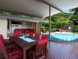 Highview Edge Hill, great views, large deck & pool - Cairns vacation rentals