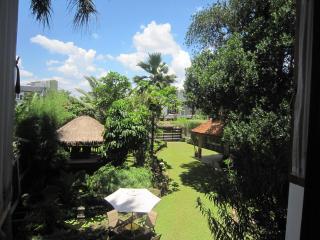 Mekar Villa, Jakarta's Balinese Villa - Jakarta vacation rentals