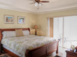 Beachfront 3 Bedroom Nassau Bahamas Condo - New Providence vacation rentals