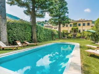 Perfect Location! Villa Oleandra boast Pool, Gym & Lovely Lake Views - Cernobbio vacation rentals
