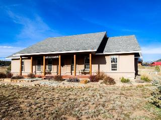 Luxury getaway with amazing views, jet tub, & fire pit! - Pagosa Springs vacation rentals