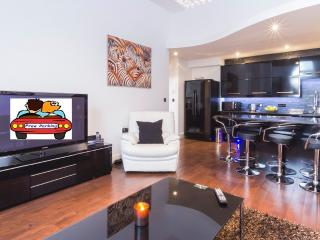 FREE PARKING - DELUXE 2 BED APT. GLADSTONE PARK - London vacation rentals