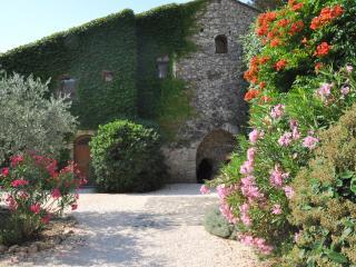 La Tuillerie, Moulin de la Roque, 2-4 bedrooms - Saint-Remy-de-Provence vacation rentals