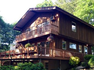 COUNTRY Cabin & Sunroom overlooking Fall foliage - Lancaster vacation rentals