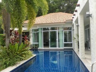 4 bedrooms Thai-Balinese villa in Rawai Phuket. - Sara Buri vacation rentals