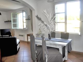 F2 Coeur d'Uzes with private parking - Uzes vacation rentals