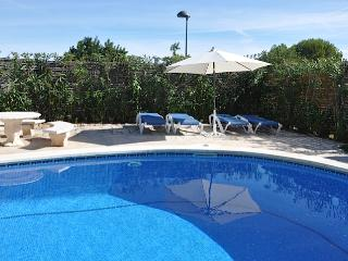 Villa Palmeras - traditional seaside villa in L'Ampolla with beautiful garden and pool - L'Ampolla vacation rentals