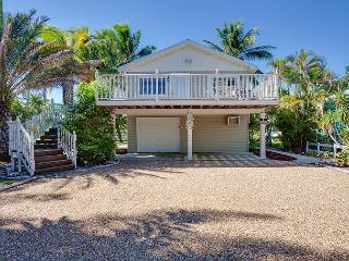 Beach Hideaway, 3 bedrooms, 2 blocks from beach, Sleeps 10, WIFI - Fort Myers Beach vacation rentals