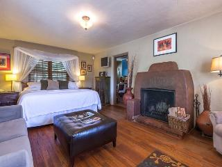 Casita Amor - Luxury studio fireplace suite - walk to the Plaza and Canyon Rd - Santa Fe vacation rentals
