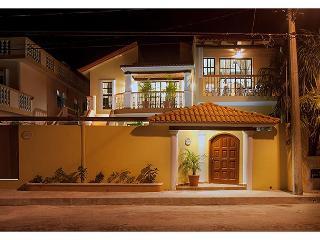 Juanita #4 2nd flr 1 bdr apt with kitchen, bath, private balcony - Puerto Morelos vacation rentals