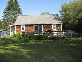 BAY STREET COTTAGE | BOOTHBAY HARBOR MAINE | WALK TO DOWNTOWN SHOPS AND RESTAURANTS - Edgecomb vacation rentals