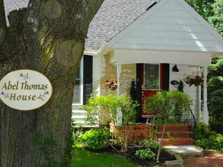 Abel Thomas House downtown NOTL,walk to everything - Niagara-on-the-Lake vacation rentals