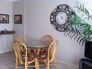 Beautiful one bedroom condo, walk to beach - Kihei vacation rentals