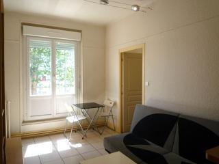 Loue F2 entièrement meublé et équipé à Montluçon - Verneix vacation rentals
